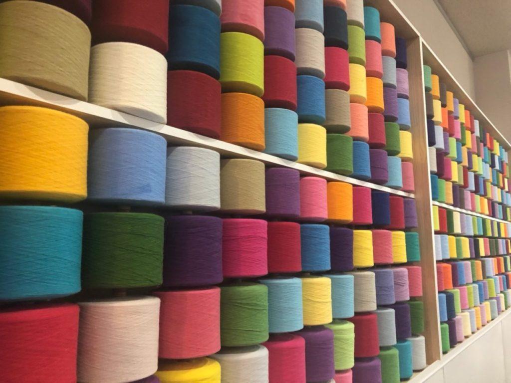 タオル美術館のカラフルな糸の画像