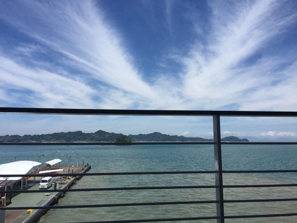 松山観光港から見える海の画像